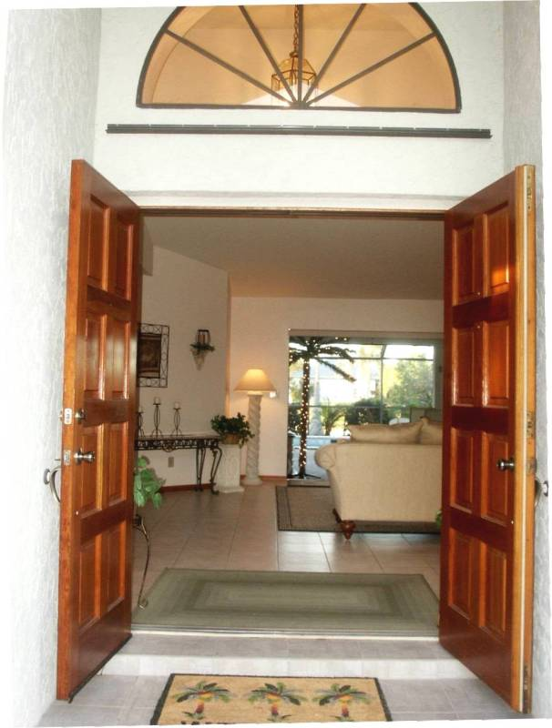 Luxury Villa entry3388.jpg